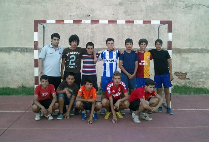 Equipo futbol niños en campamento Salamanca