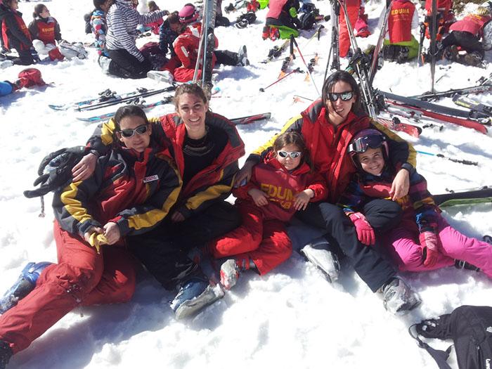 Cursillo ski sábados 2014. La Pinilla. Monitoras en la nieve
