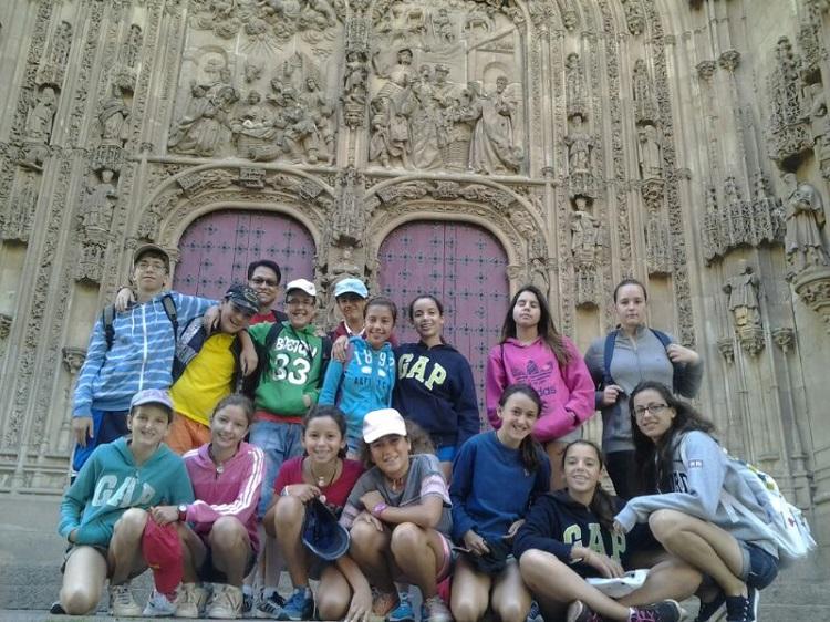 Visita a Salamanca. Grupo de niños del campamento.