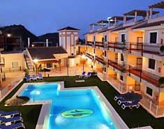 Instalaciones de los apartamentos en el campamento de verano en la playa en Aguilas, Murcia. España. Colonia náutica.