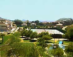 Instalaciones deportivas. Campamento de verano en la playa en Aguilas, Murcia. España. Colonia náutica.