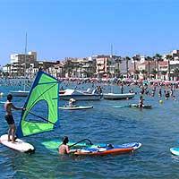 Campamento de verano en la playa. Colonia de vacaciones. Recomendados, de confianza y calidad.