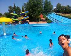Campamentos de verano con inglés en Segovia, Riaza. Aquopolis.
