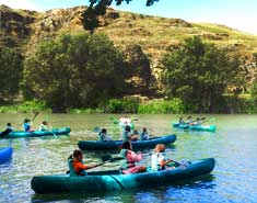 Campamentos de verano con inglés en Segovia, Riaza, España. Piragua Hoces el Duratón