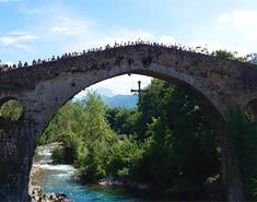 Campamento actividades multiaventura verano en Asturias, España.