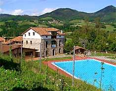 Instalaciones. Campamento multiaventura en Asturias, España. Actividades verano julio