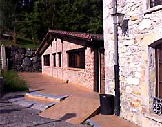 Campamento multiaventura en Asturias, España, Picos de Europa. Verano.