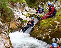 Descenso de cañones. Campamento multiventura en Asturias, Picos de Europa, España. Verano Julio