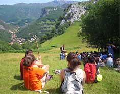 Montaña. Campamento actividades multiaventura verano en Asturias, España. Julio