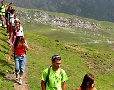 Senderismo y montaña dentro del campamento multiaventura en Asturias. Verano, Julio.