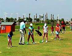 Actividad de Golf en el Curso de ingles verano españa. Campamento de verano con ingles Salamanca en Julio