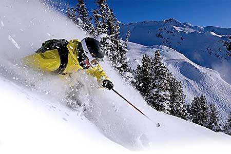 Seguros de ski. Activades para niños en la nieve. Aprender a esquiar con seguro