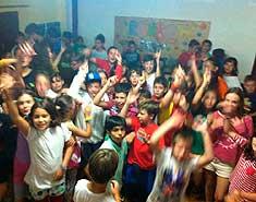 Discoteca para niños en agosto. Colonia de verano para niños y jovenes.