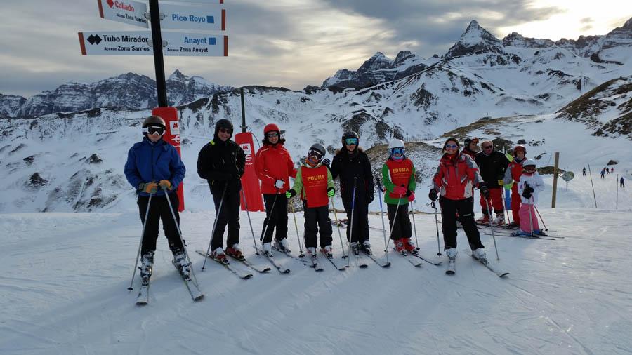 Clases de esquí en grupo