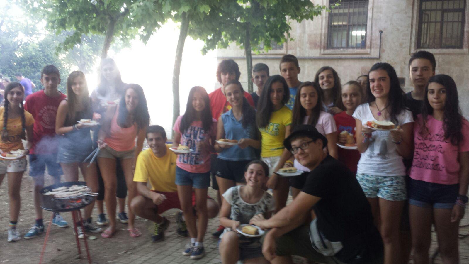 Grupo de niños barbacoa Eduma Salamanca
