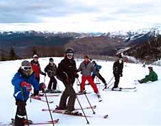 Viajes a la nieve. Ski en Reyes. Familias Boi Taull. Curso de esqui