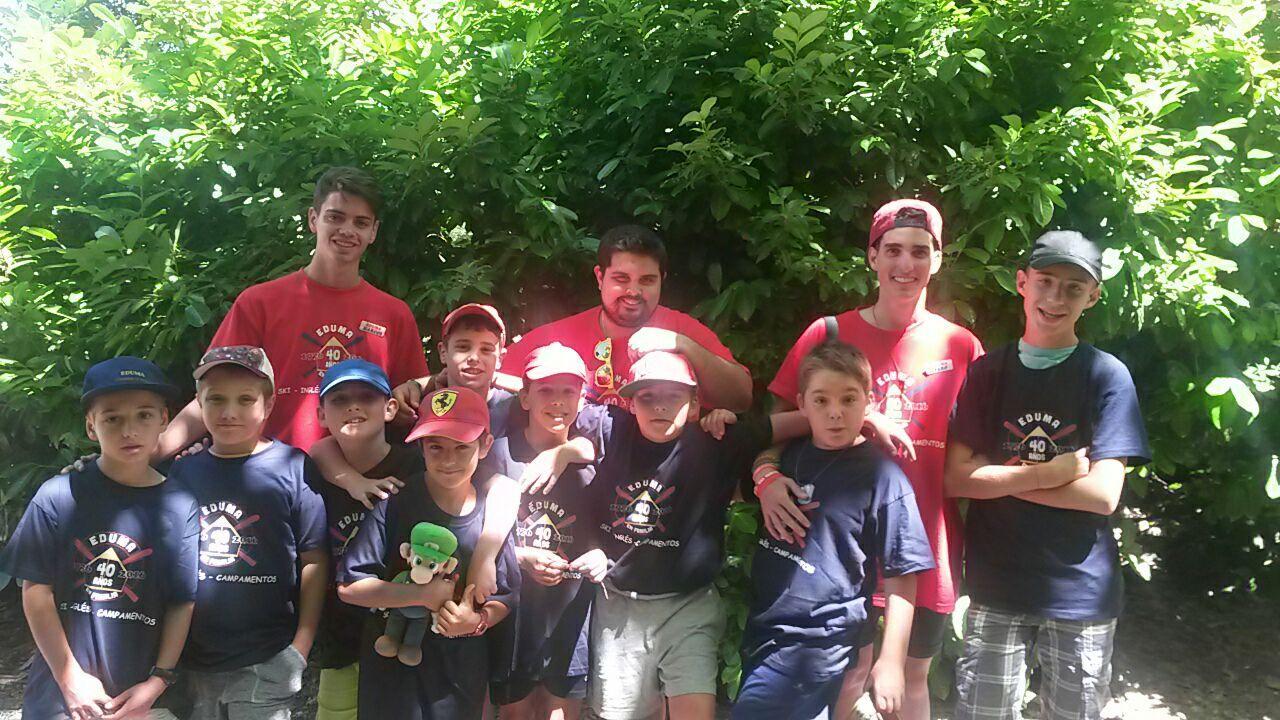 Grupo de pequeños del campamento residencial de Salamanca con dos horas de inglés