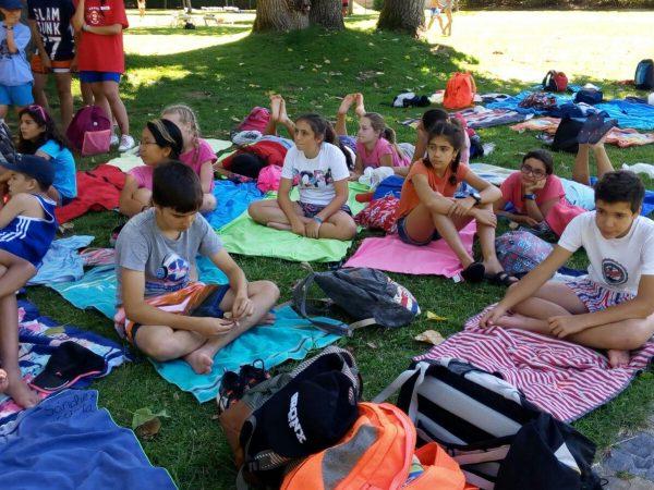 Piscina y toboganes en el campamento de inglés o francés de Salamanca
