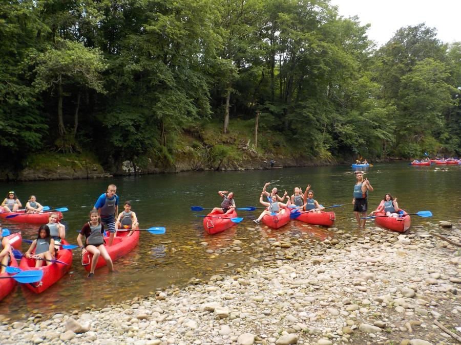 Piragua en el rio Sella. Campamento multiaventura Asturias