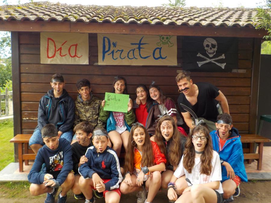 Campamento de multiaventura en Asturias dia pirata grupo verde