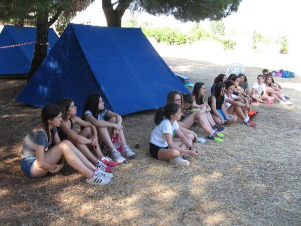 Acampada de los niños del campamento residencial con idiomas de Salamanca