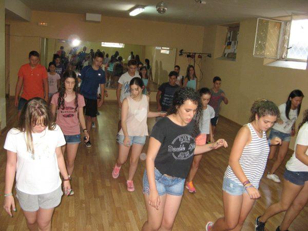 Baile en el campamento con idiomas de Salamanca