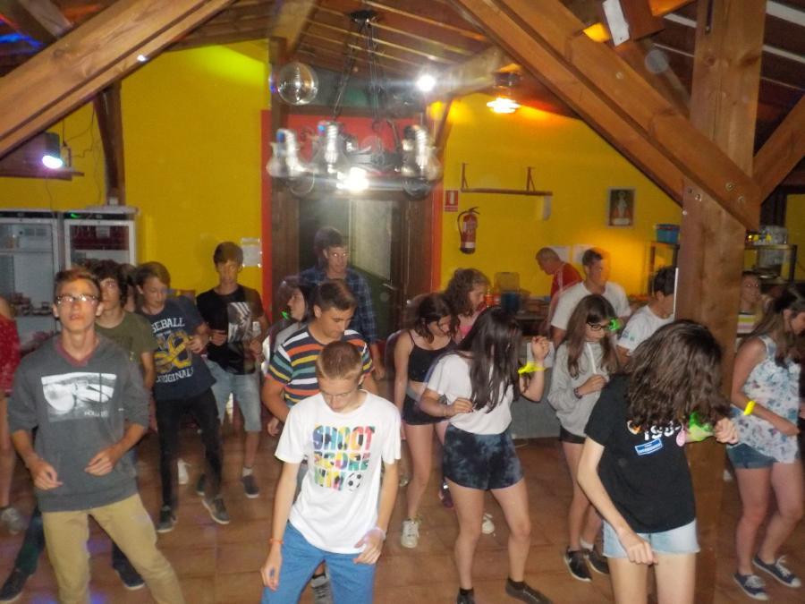 Baile discoteca campamentos