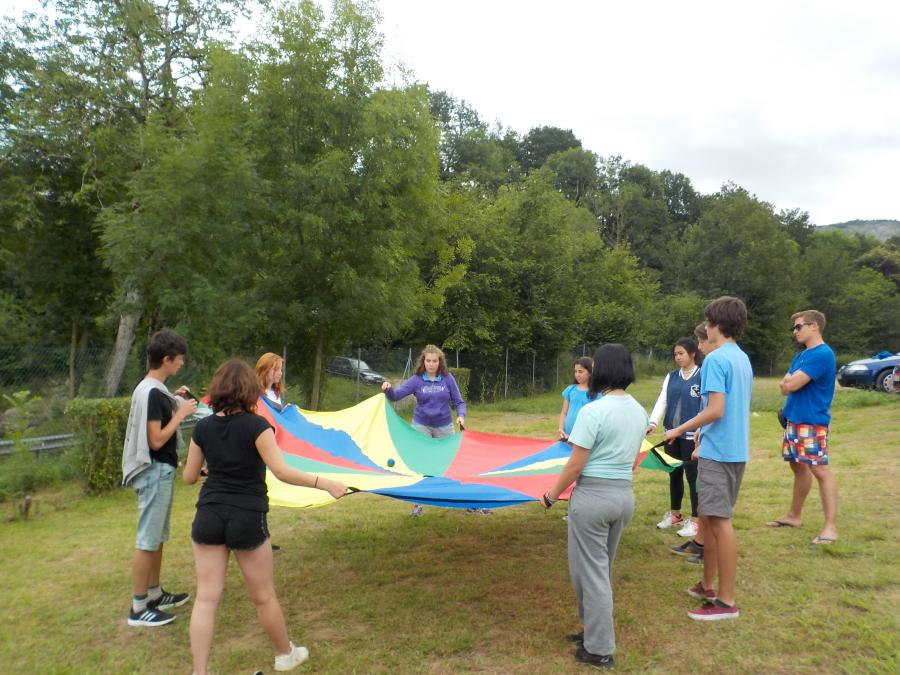 Juego paracaidas campamentos