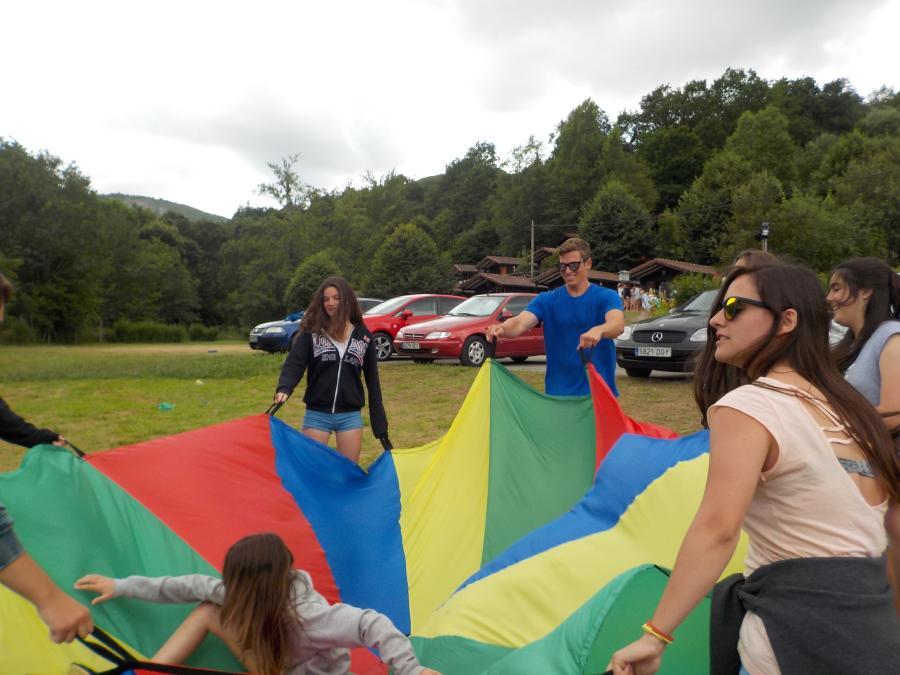 Juegos paracaidas en Asturias