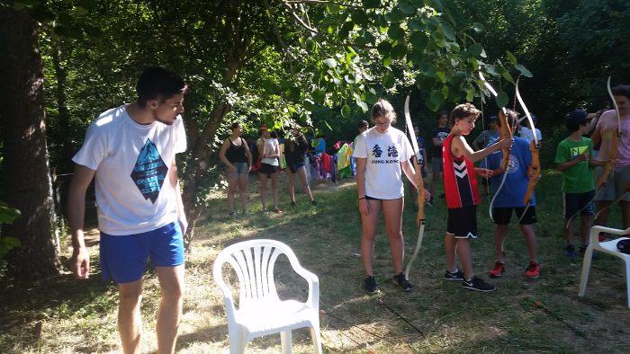 Clase de tiro con arco en los campamentos de riaza