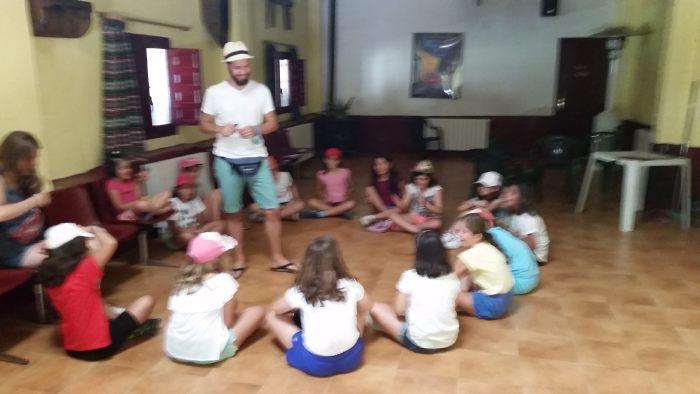 Juegos en el campamento con inglés de La Casona del Prado en Riaza