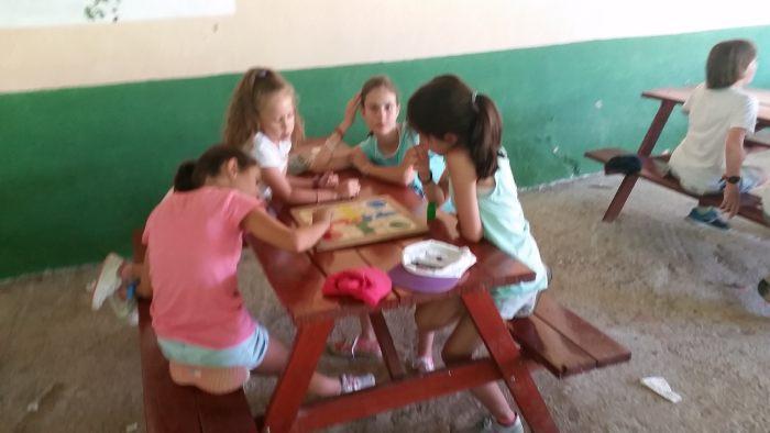 Juegos de mesa en los campamentos de tiendas y residencia de Riaza