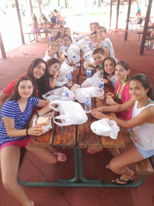 Comida de picnic en el aquopolis