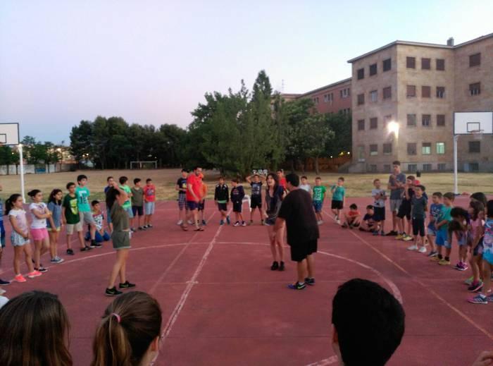 Juegos de presentacion para los acampados del campamento y curso de inglés de Salamanca
