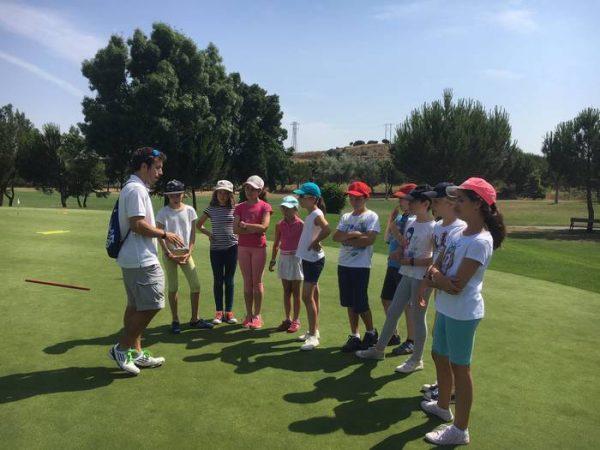 Lecciones de golf en el curso intensivo de inglés de Salamanca