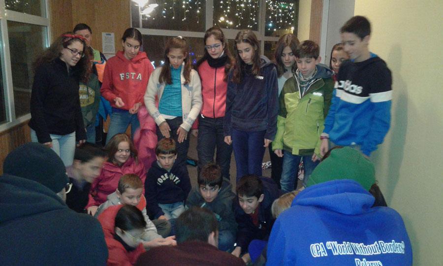 Actividades y taller de magía en el curso de esquí en el Pirineo Francés