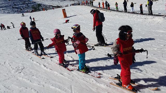 Aprendiendo a skiar en Vacaciones escolares semana Blanca