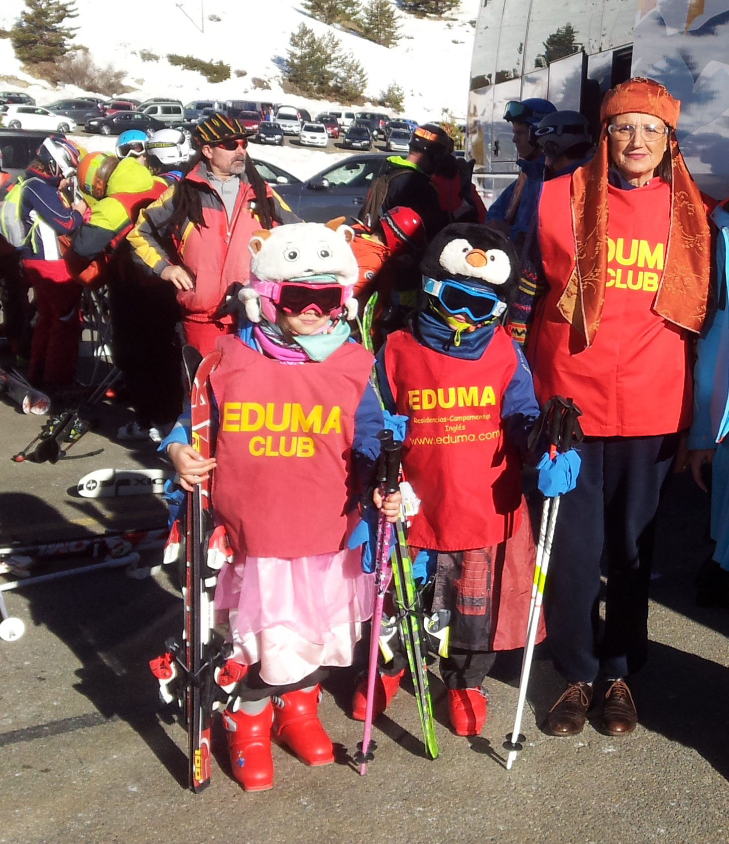 Carnavales en el curso de esqui fin semana Madrid Valdesqui