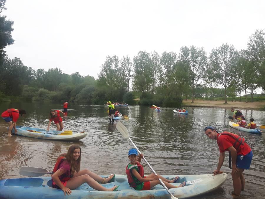 Excursión piragua niños campamento inglés
