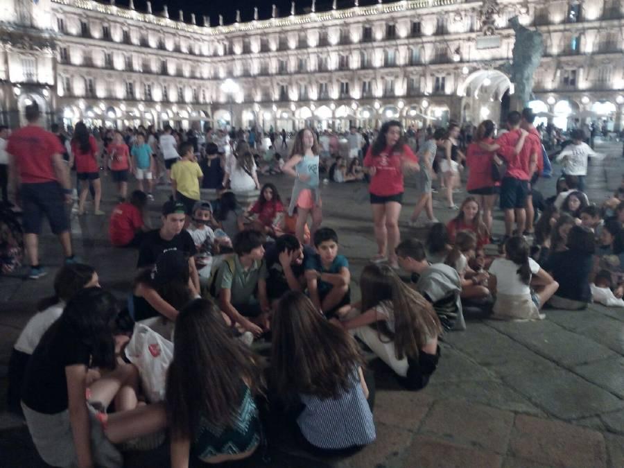 Visita niños campamento a Salamanca noche
