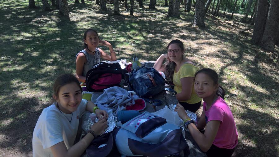 Niños del campamento en Hontanares