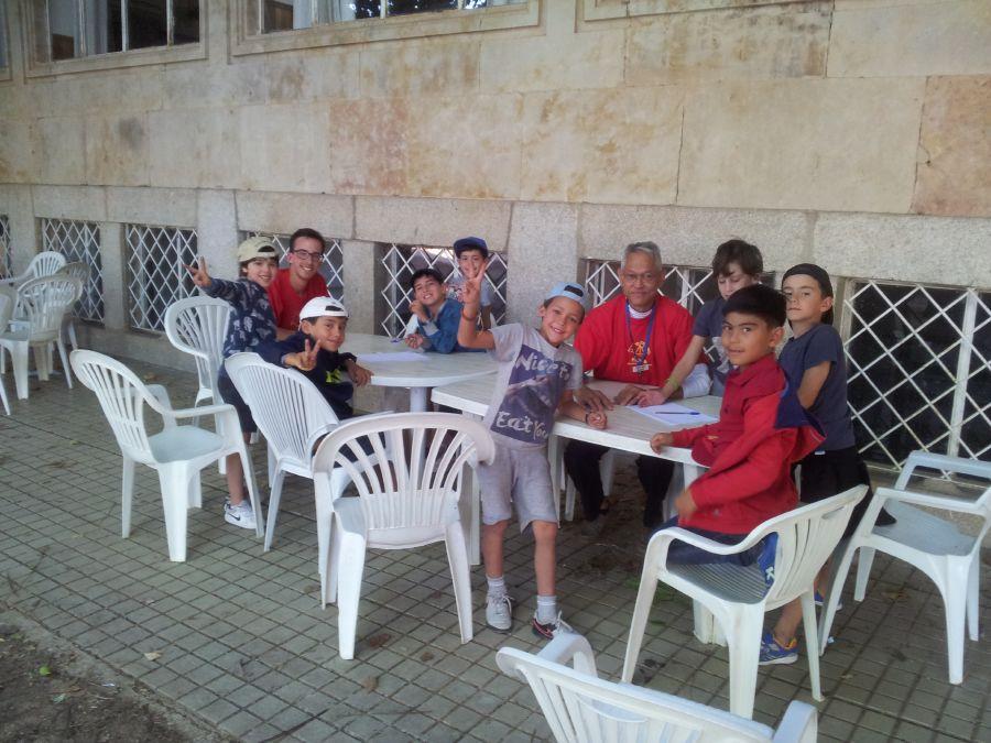 Grupo niños clases inglés o francés