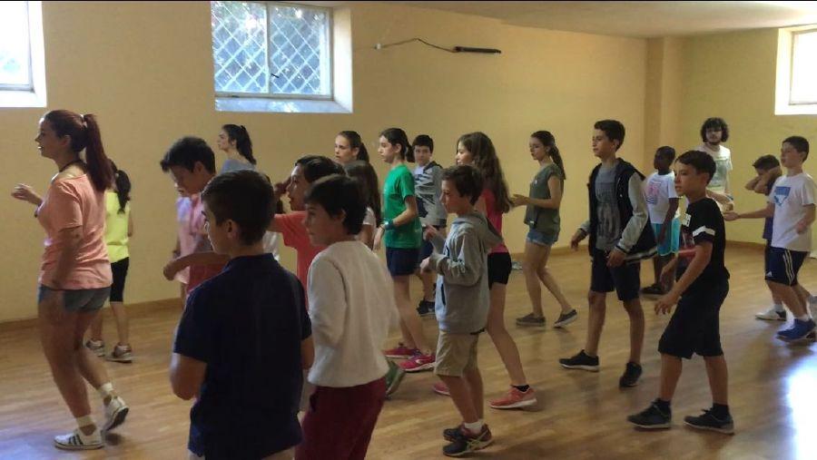 campamento de verano con inglés en SalamancaBaile y relajacion campamentos