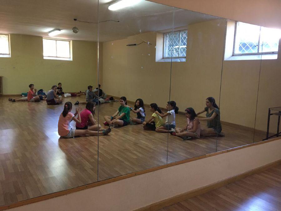 Baile y relajacion campamentos
