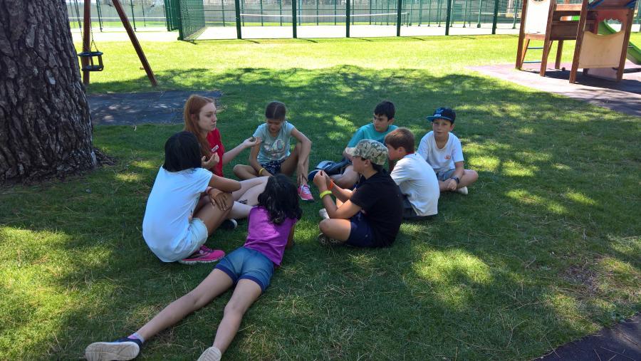 Grupo niños en el campamento de verano 2017