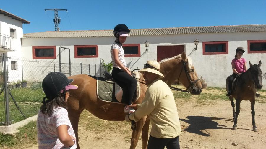 Equitación Niños en actividades campamento Riaza 2017