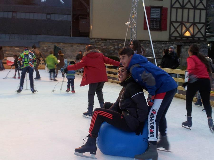 cursos de esqui para infantil, jovenes y adultos, solos o en familia