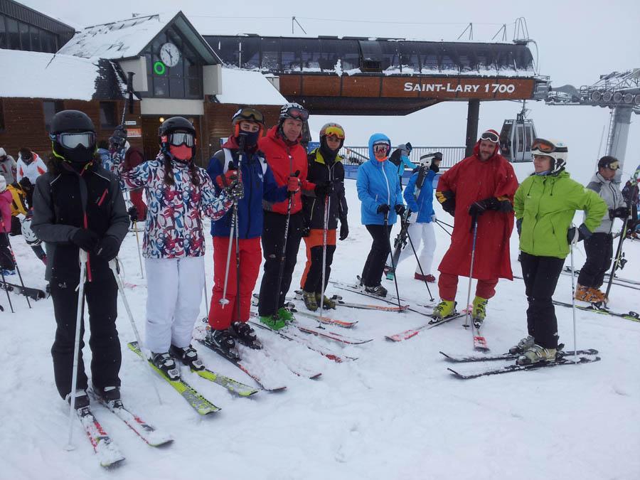 grupo de Isra curso de reyes de esqui en saint lary, pirineos franceses.