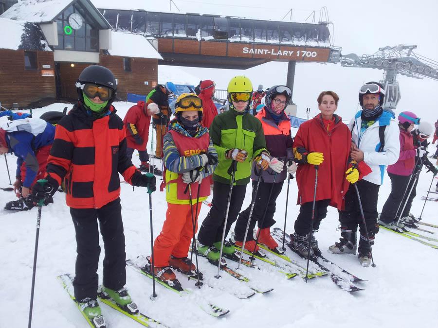 clases de ski en reyes para niños solos o en familia