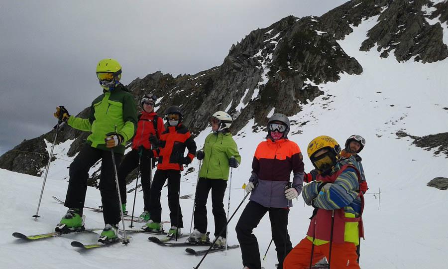 cursillos de ski en Saint Lary, pirineos franceses para infantil, jovenes y adultos, solos o en familias